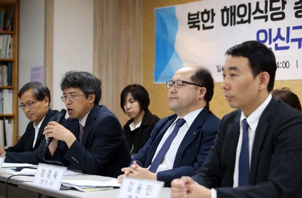 지난 5월 24일 민주사회를위한변호사모임은 서울 서초동 민변 사무실에서 기자회견을 열고 북한 해외식당 종업원들에 대한 인신보호구제심사를 청구하겠다고 밝혔다. (사진=연합뉴스)