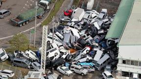 [포토] '제비'가 휩쓸고 간 일본…주차장에 '자동차 탑'이?
