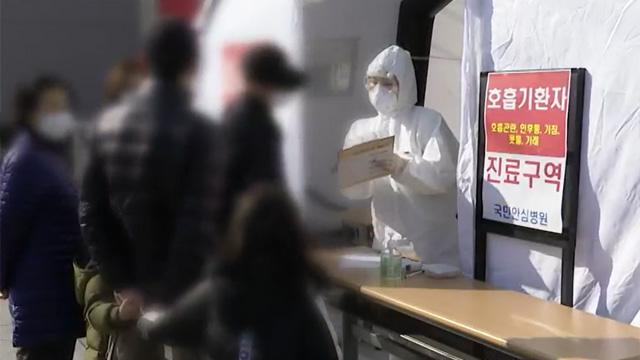 확진자 다시 4백 명대…'백신 이상 반응' 신고 2백여 건