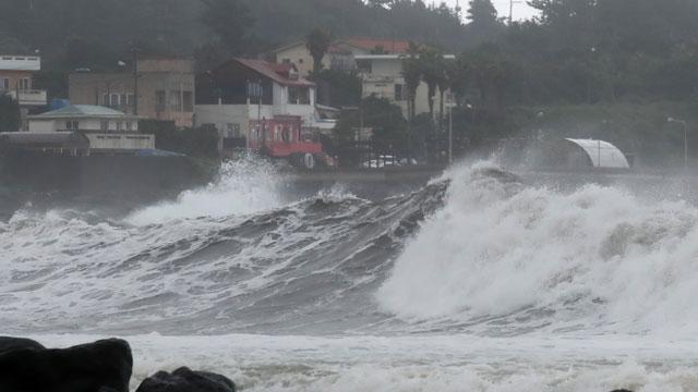 [특보] 태풍 '찬투' 현재 위치와 영향은?