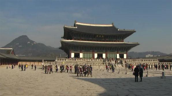 한복 치마가 성폭행 대비용?…무자격 가이드의 도를 넘는 '역사 왜곡'