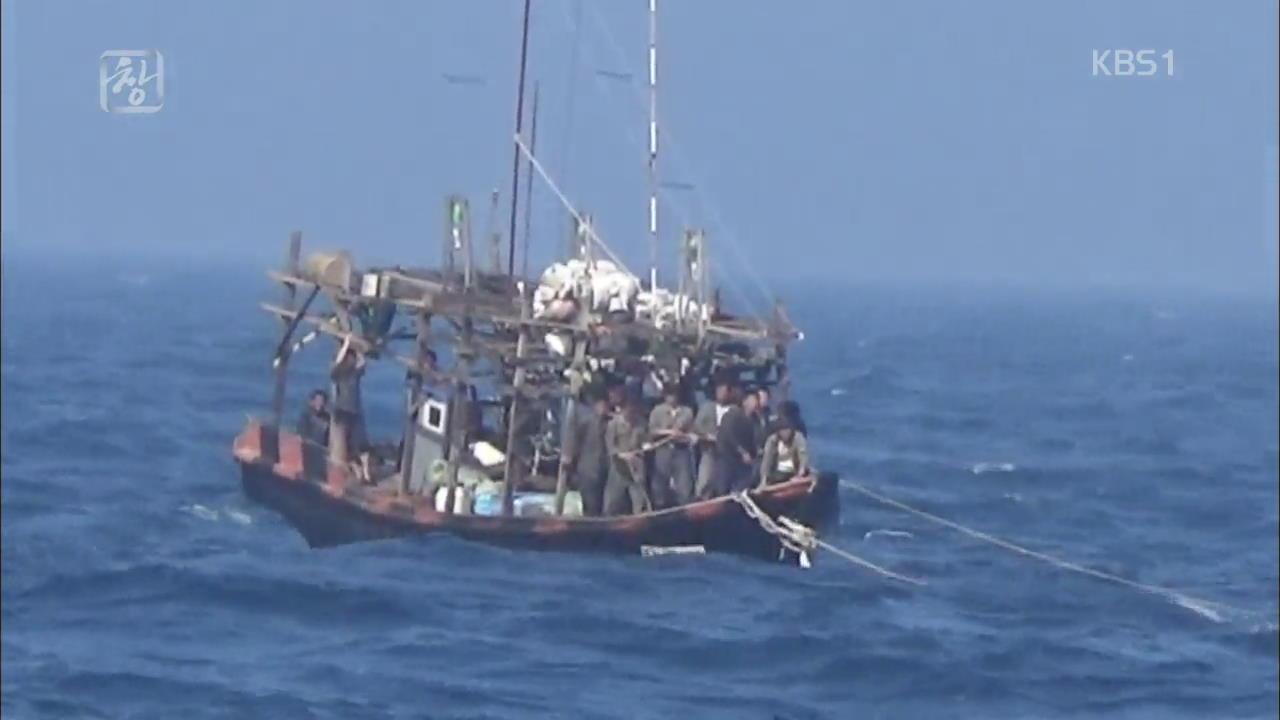 북 어선 '생존 전투' 죽음의 바다로