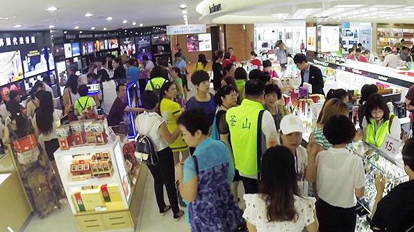 8월 중국인 관광객, 7월 대비 5% ↓…10년 만에 처음