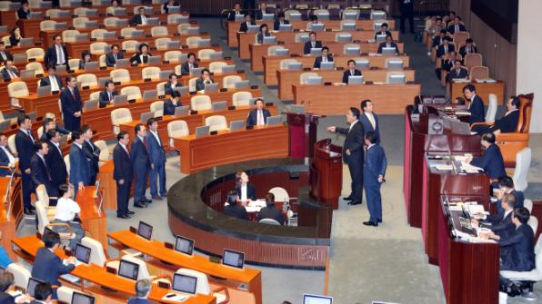 김재수 농축산부 장관 해임건의안 가결…찬성160표