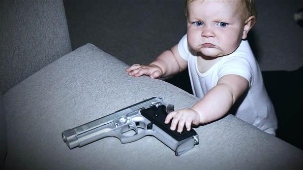 """[영상] """"사람 죽이는 아기들 가둬야!""""…극단적 미 총기규제 광고"""