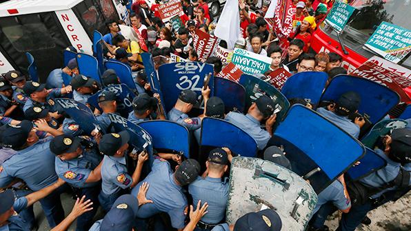 필리핀 美대사관서 천명 반미 시위…3명 부상