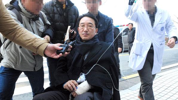 '자해' 현기환 전 수석, 하루 앞당겨 영장심사