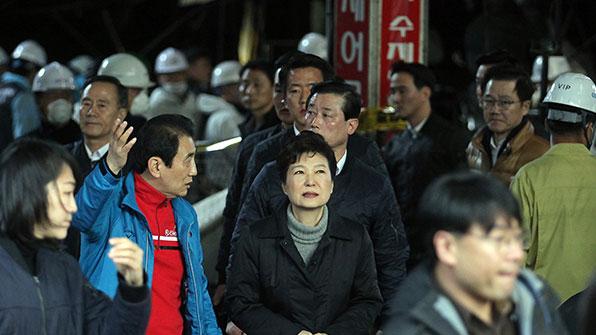 박 대통령, 대구 서문시장 화재현장 방문…35일 만의 외부일정