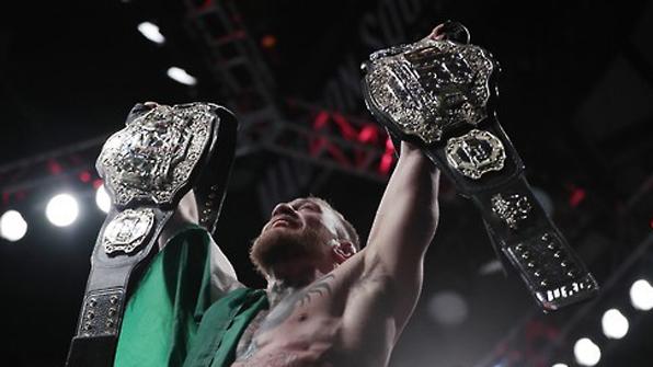 """UFC 맥그레거, 복싱 라이선스 취득…""""메이웨더 나와!"""""""