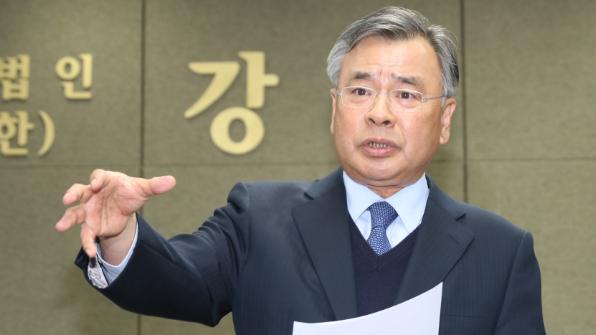 [포토] '대통령 수사 특검'…황 총리가 박영수 특검에 임명장
