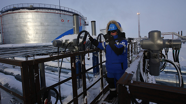 """러시아 """"OPEC 감산 합의 동참…하루 30만 배럴 감산"""""""
