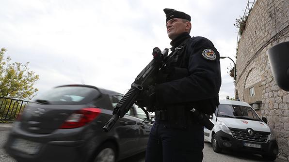 프랑스, 자살폭탄테러 모의한 18세 대학생 체포