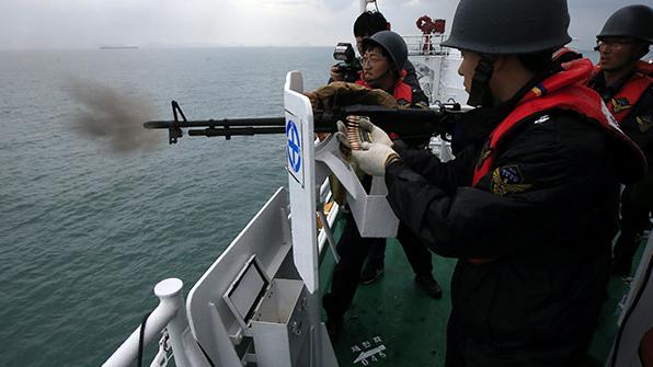 해경, 불법조업 中 어선에 올해 첫 공용화기 사용