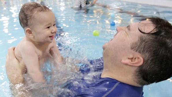 생후 7개월 윌리엄 '생존 수영' 도전