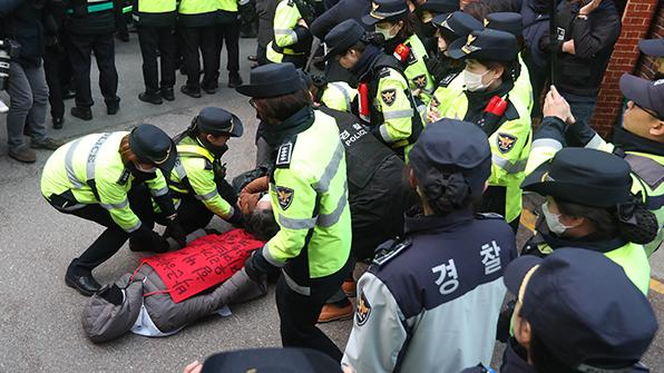 박 前 대통령 검찰 출석 앞두고 찬반 집회 이어져