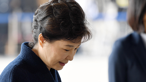 """박 전 대통령 조사 시작…""""영상녹화 동의 안 해"""""""