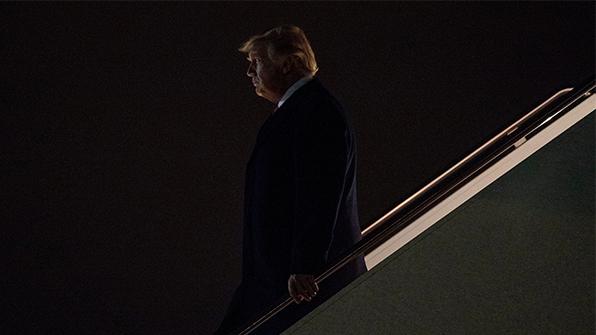 """""""도청 근거없다"""" FBI·NSA 증언으로 '최악의 날' 맞은 트럼프"""