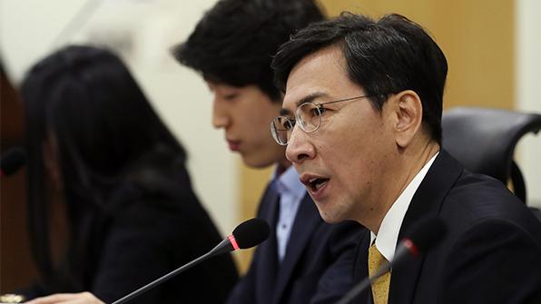 """안희정 측, '5·18사진은 거짓' 논란에 """"가짜뉴스"""" 적극 대응"""