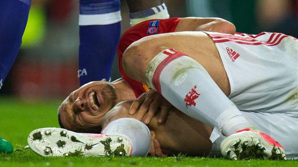 즐라탄, 오른발 부상…시즌 아웃 가능성
