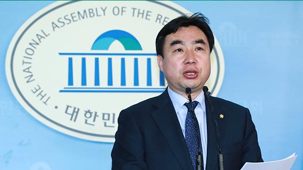 """문재인 측 """"안철수, '색깔론 2중대'하려고 김대중·노무현 부정하나"""""""