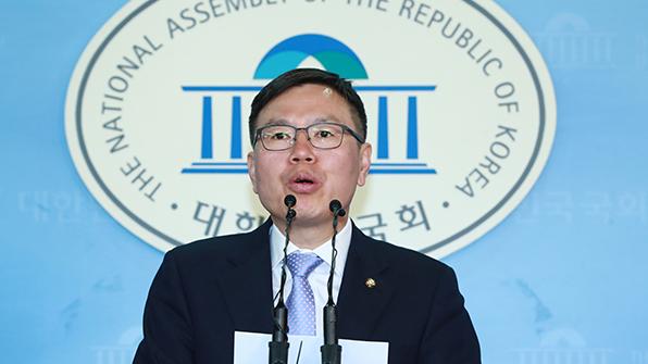 """자유한국당 """"문재인 거짓말 들통…후보직 사퇴해야"""""""