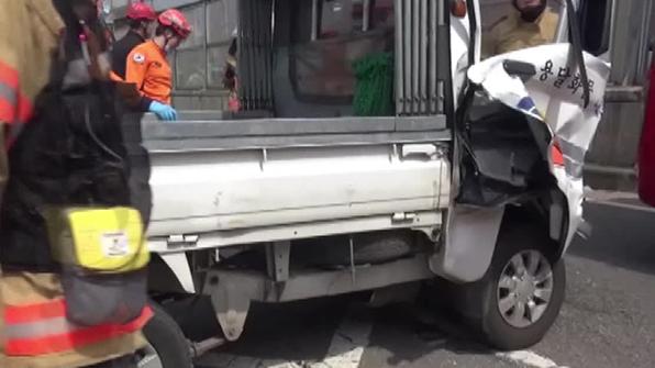 1톤 트럭-승용차 추돌…운전자 1명 부상