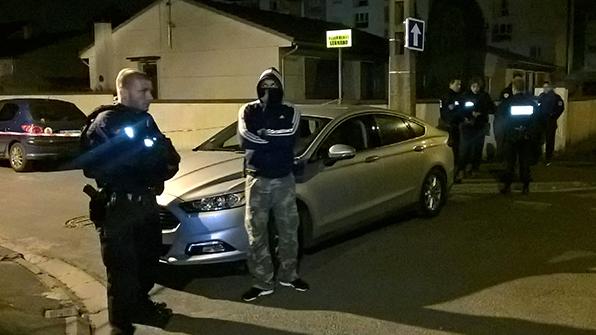 """프랑스 경찰 """"샹젤리제 테러범 39세 프랑스인 남성"""""""