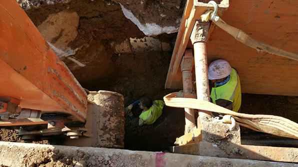 공사 도중 흙더미에 매몰된 인부 1명 구조