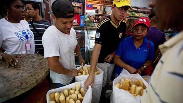 """'식량난' 베네수엘라 푸틴과 통화후 """"러 밀 매달 6만t 수입"""""""