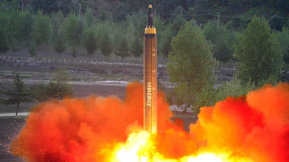 北, '화성-12' 연일 띄우며 체제결속…김정은에 충성 독려