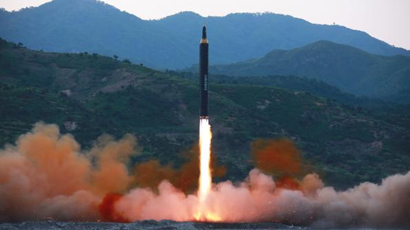 """美국방관리들 """"북한 KN-17 미사일, 대기권 재진입 성공"""""""