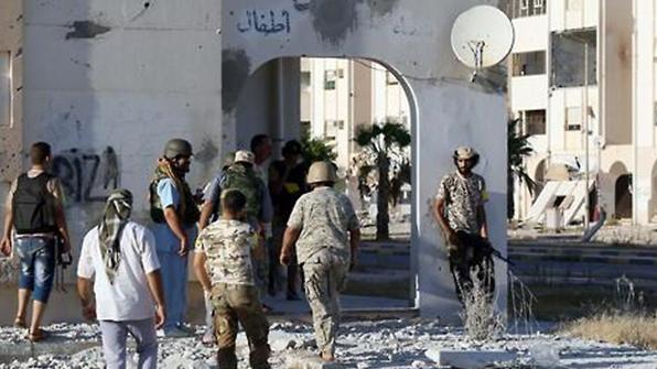리비아 남부 軍기지 피습…군인 포함 141명 사망