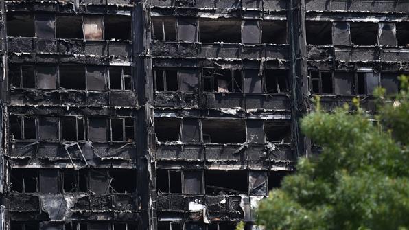 """英경찰 """"런던 화재 참사 사망자 최소 79명"""""""