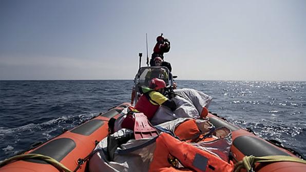 리비아 해안서 난민 태운 고무보트 침몰…126명 사망