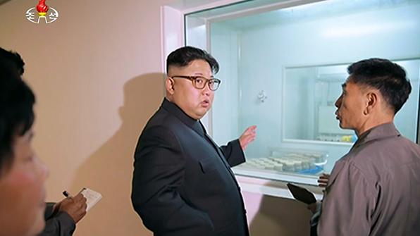 北김정은, 생산공정 자동화 치과용품공장 시찰