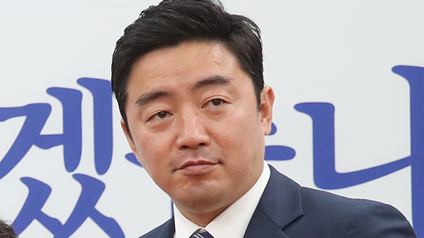 """민주당 """"한국당, 운영위원장 넘기고 추경안 심사도 서둘러야"""""""