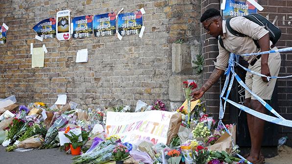 """英 '反이슬람 테러' 추모·연대…""""모든 테러에 맞서야"""""""