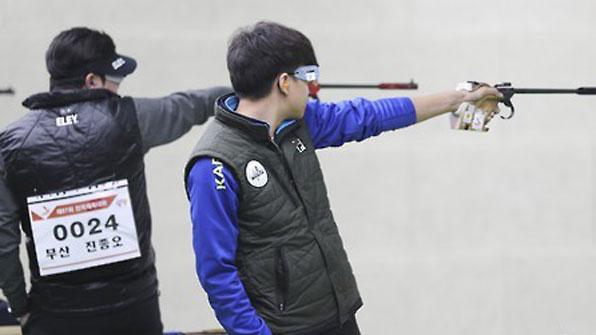 '차세대 주자' 김청용, 50m 권총 우승…진종오 銀