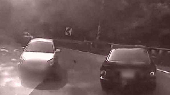 [고현장] 넉 달간 도망다닌 차량 절도범 산길 달리다 '덜미'