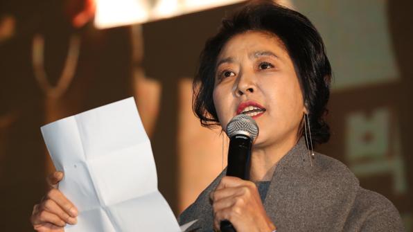 """'난방비리 폭로' 김부선 항소심…""""누군가 얘기해야할 일"""" 울먹"""
