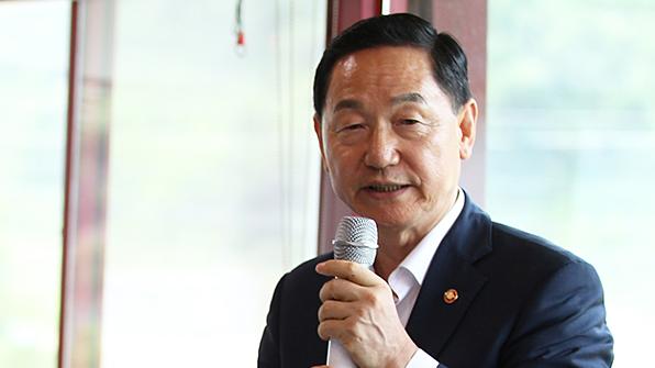 """김상곤 """"전문대, 지원 차별 안받게 할 것""""…전문대교협 간담회"""