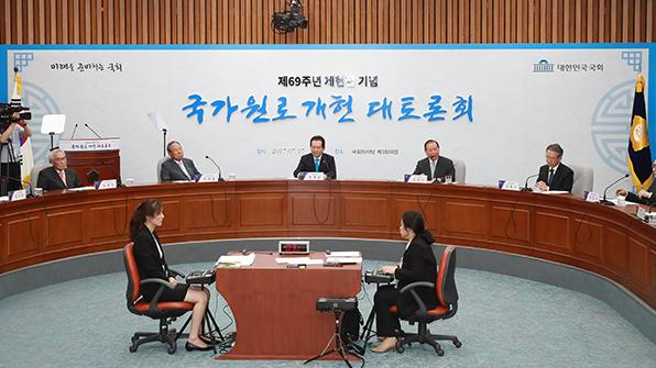 """""""개헌으로 제왕적 대통령제 분권화""""…국가 원로 한목소리"""