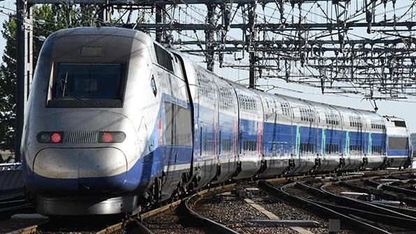 """시속200㎞ 달리던 佛TGV 콘크리트 덩어리와 충돌…""""부상자 없어"""""""