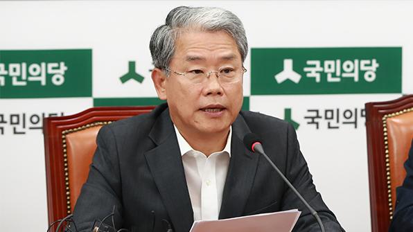"""김동철 """"靑 왕따당하는 秋, 우리가 식물대표로 전락시켜"""""""