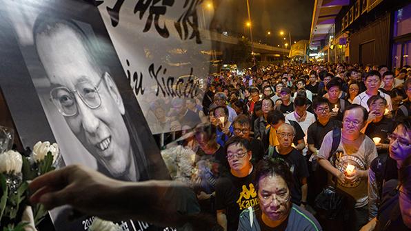 中, 소셜미디어서 류샤오보 추모 관련 '촛불 부호'도 전송 금지