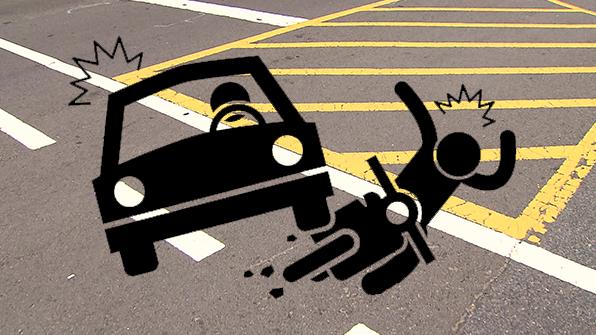 무면허 승용차 오토바이 추돌…외국인 2명 사상