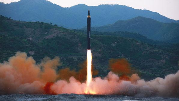 """北 전략군 """"'화성-12'로 괌 포위사격 작전방안 검토"""""""
