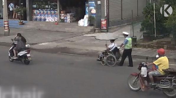 [고봉순] 비와 땀으로 경찰복은 젖어버렸지만…