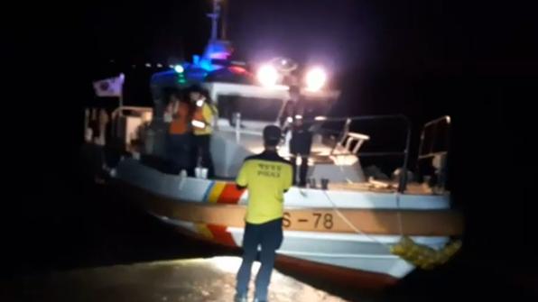배 없는 심야…섬 응급환자 육상 이송