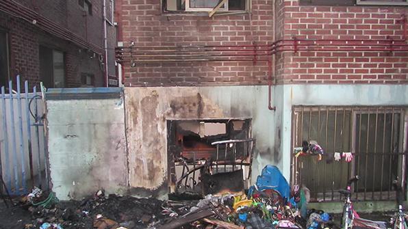 인천 부평구 빌라 근처 쓰레기 더미에서 불…주민 대피소동